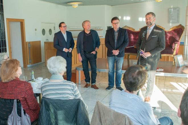 Foto: Oberbürgermeister Thomas Kufen (links) bei der Eröffnung der Theatertage in der Cafeteria des Aalto-Theaters.