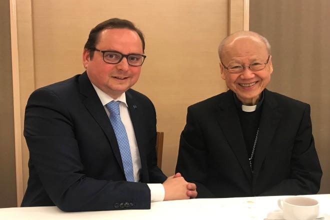 Oberbürgermeister Thomas Kufen gemeinsam mit dem Bischof von Hongkong, John Kardinal Tong Hon.