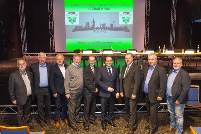 """Foto: Essener Oberbürgermeister Thomas Kufen beim Kreistag des """"Fußballverband Niederrhein e.V."""";"""