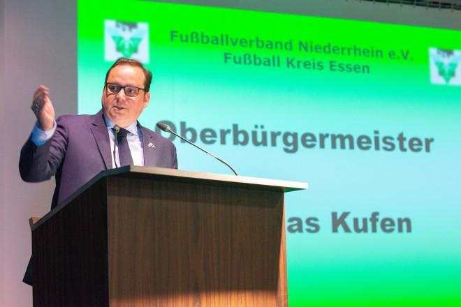 """Foto: Essener Oberbürgermeister Thomas Kufen beim Kreistag des """"Fußballverband Niederrhein e.V."""""""
