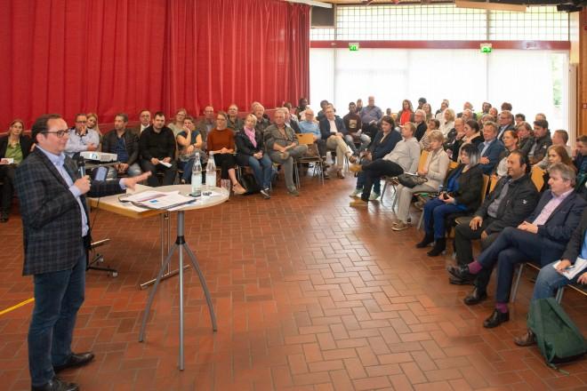 Oberbürgermeister Thomas Kufen lud im Bürgerhaus Oststadt im Bergmannsfeld zum Bürgerdialog.