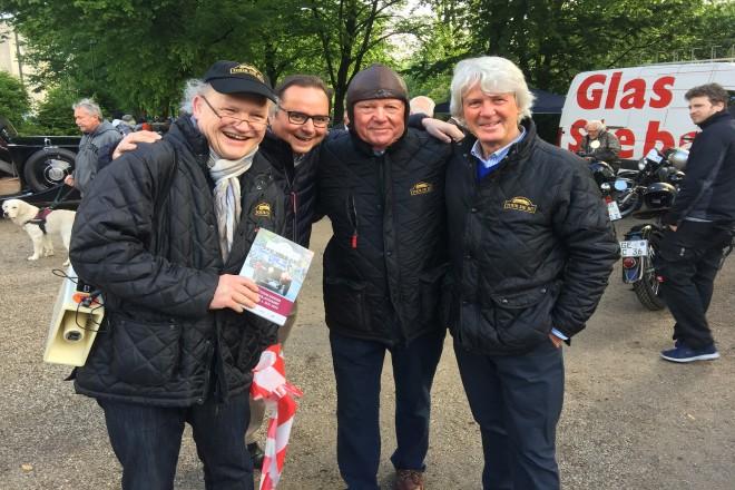Foto: Beim Stadt aus dem Essener Stadtgarten: v.l.: Dr. Rolf Krane, OB Thomas Kufen, Franz Maag, Claudio Schlegtendal.