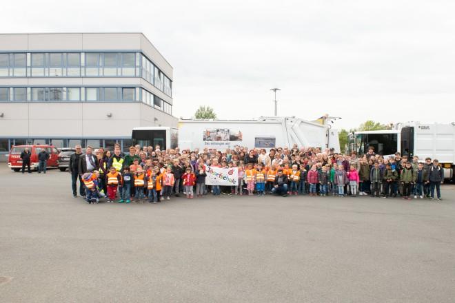 Foto: Gruppenfoto mit den Siegern auf dem Gelände der EBE