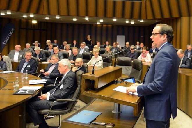 Oberbürgermeister Thomas Kufen eröffnet den Kita-Gipfel im Essener Rathaus