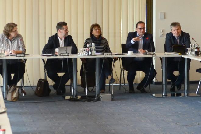 Oberbürgermeister Thomas Kufen begrüßt den Ausschuss für Soziales , Jugend und Familie des Deutschen Städtetages im Essener Rathaus