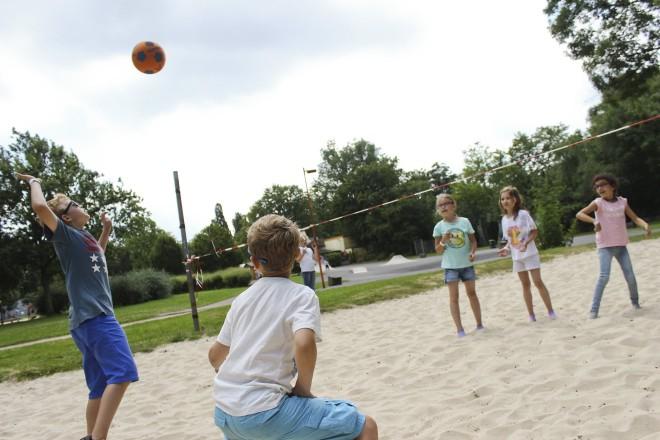 Ferienspaß im Bürgerpark: Die Kinder freuen sich auf ein abwechslungsreiches Programm und die Spiel- und Spaßmöglichkeiten des Parks.