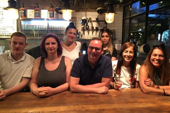 Schöner Überraschungsbesuch für die Jugendlichen der Jugendberufshilfe Essen: Oberbürgermeister Thomas Kufen in Tel Aviv.