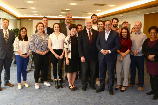 Oberbürgermeister Thomas Kufen begrüßt die Teilnehmer der German-American Energy Future Exchange
