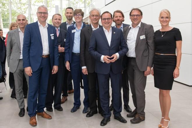 Foto: Oberbürgermeister Thomas Kufen mit Akteuren aus der Satdtgesellschaft bei der Innovationsveranstaltung CONNECTED.ESSEN.