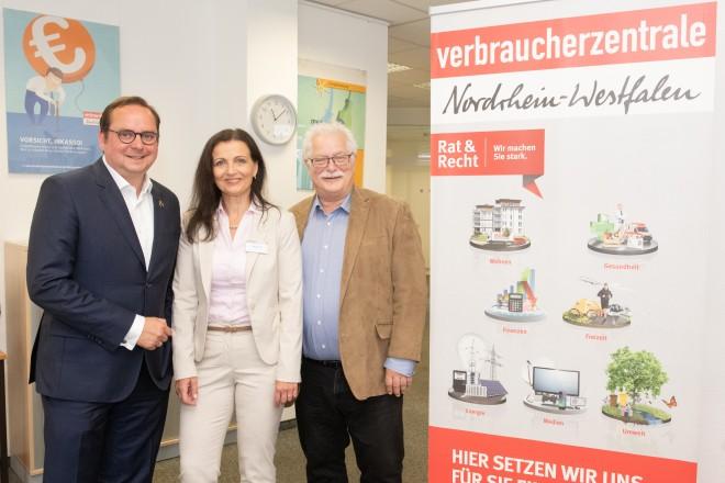 Foto: Duda (Verbraucherzentrale) und Hans-Peter Huch (Vorsitzender des Ausschusses für Umwelt, Verbraucherschutz, Grün und Gruga).