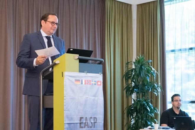 Foto: Begrüßung zum 24. ESA Symposium. Oberbürgermeister Thomas Kufen spricht.