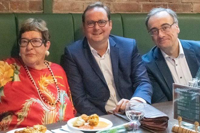 Oberbürgermeister Thomas Kufen und Kulturdezernent Muchtar Al Ghusain gratulierten der emeritierten Professorin der Folkwang Musikhochschule Ilse Storb zu ihrem 90. Geburtstag.