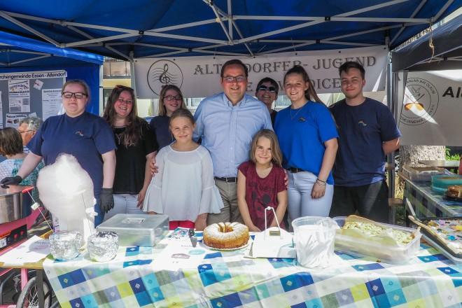 Foto: Oberbürgermeister Thomas Kufen eröffnete das 2. Sommerfest in Altendorf.