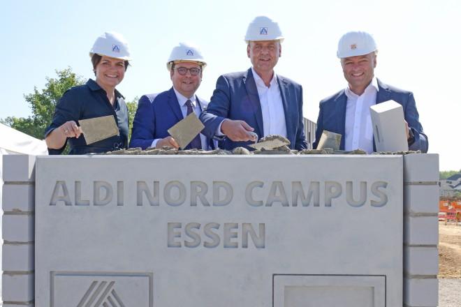 Grundsteinlegung für den ALDI-Nord-Campus mit Oberbürgermeister Thomas Kufen.