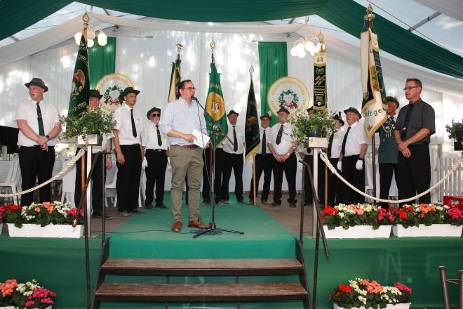 Oberbürgermeister Thomas Kufen besucht das Schützenfest des Bürger-Schützenvereins Essen- Schönebeck.