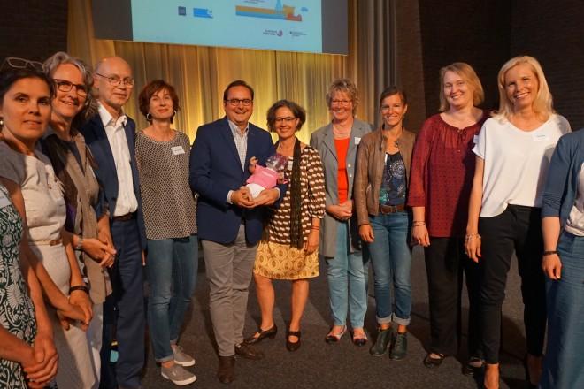 """Oberbürgermeister Thomas Kufen dankte dem Team der """"Frühen Hilfen in Essen"""" für ihren Einsatz."""
