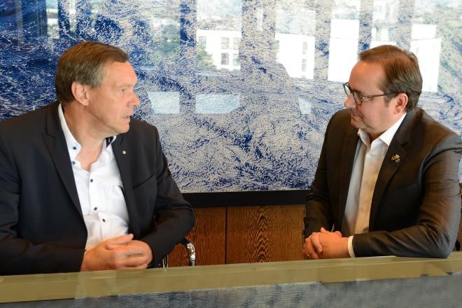 Oberbürgermeister Thomas Kufen im Gespräch mit Wolfgang Wolter-Griegel z.T. Ersthelfer-Ausbildung/Lebensrettung