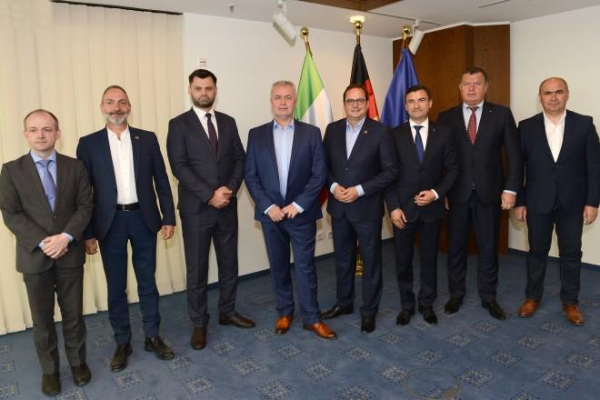 Oberbürgermeister Thomas Kufen empfängt eine Gruppe rumänischer Oberbürgermeister.