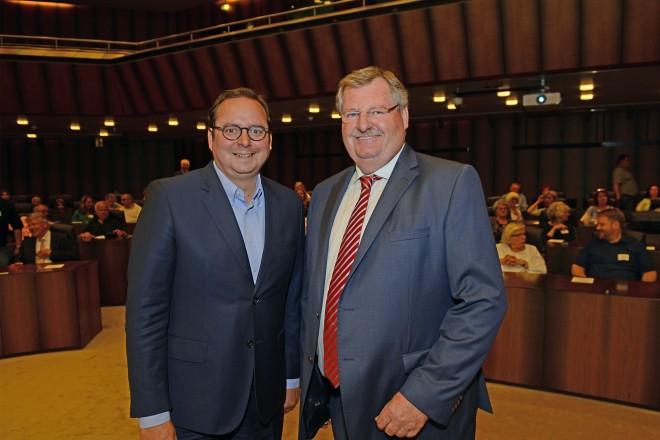 Oberbürgermeister Thomas Kufen und Prof. Dr. Ulrich Spie, Vorstandsvorsitzender Deutscher Kinderschutzbund Ortsverband Essen e.V. beim Empfang für die Spielplatzpaten