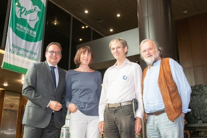 Foto: Mayors for Peace, 2019 Oberbürgermeister Thomas Kufen mit Monika Jennis, Bernhard Trautvetter und Ulrich Straeter.