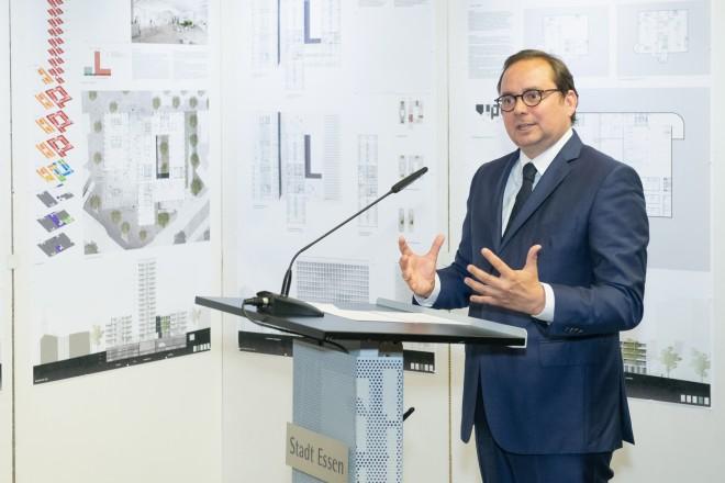 Oberbürgermeister Kufen eröffnet die Ausstellung des Architekturwettbewerbs für den Bau des neuen Essener BürgerRatHauses.