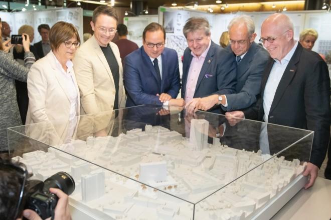 Ausstellung des Architekturwettbewerbs für den Bau des neuen Essener BürgerRatHauses.