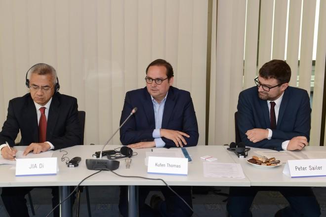Oberbürgermeister Thomas Kufen begrüßt Bürgermeister des Deutsch-Chinesischen Bürgermeistergipfel