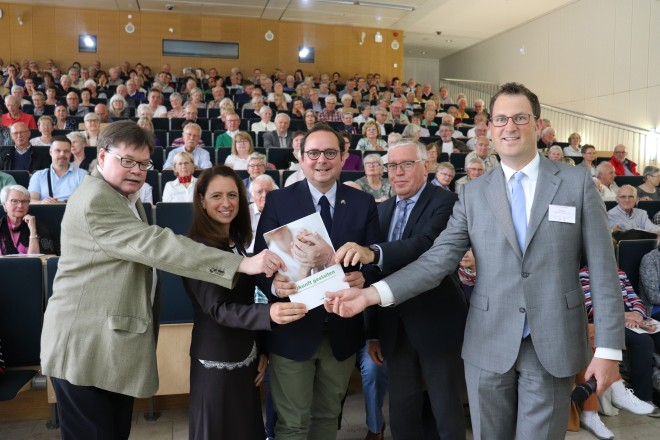Oberbürgermeister Thomas Kufen besucht die 1. Vorsorgeveranstaltung der Stiftung Universitätsmedizin, des Amtsgerichts und des Gesundheitsamtes