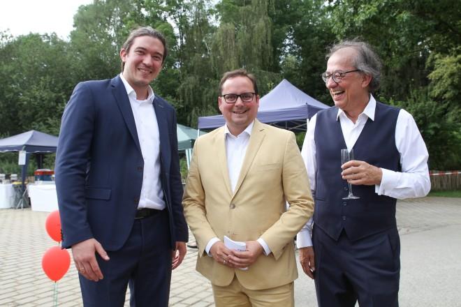 Einweihung des Tagungspavillion des Mintrops Land Hotel. V.l.n.r. : Moritz Mintrop, Oberbügermeister Thomas Kufen und Harald Mintrop.