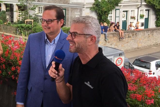 """Oberbürgermeister Thomas Kufen im Interview bei der Veranstaltung """"Schlager trifft Pop"""" auf der Margarethenhöhe"""