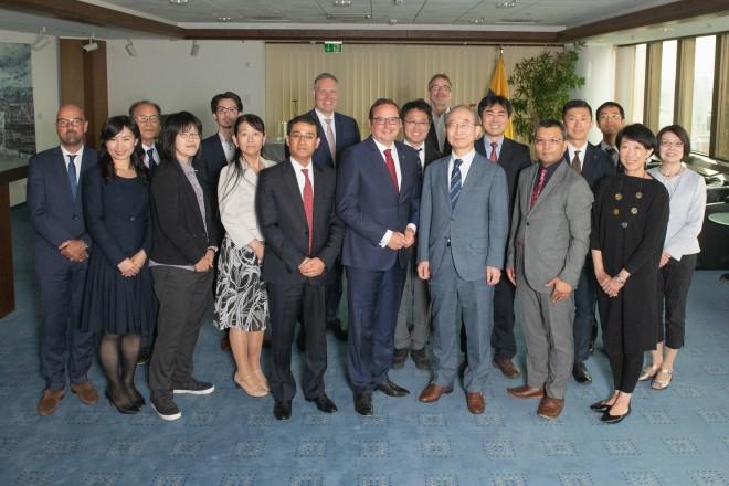 Foto: Oberbürgermeister Thomas Kufen traf eine Delegation aus Japan unter Leitung von Professor Yasushi Aoyama, dem ehemaligen Vizegouverneur von Tokio