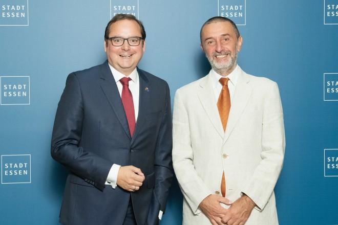 Foto: Oberbürgermeister Thomas Kufen begrüßt den italienischen Generalkonsul Pierluigi Giuseppe Ferraro.