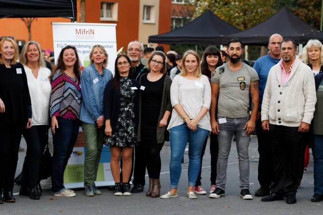 Foto: Beschäftigte aller EU-Zuwanderungsprojekte und des Kommunalen Integrationszentrums zum Abschluss des MifriN-Stadtteilfestes auf dem Ehrenzeller Platz. 2017 hatte MifriN in Altendorf Vielfalt gefeiert, jetzt ist es in Altenessen auf dem Westerdorfplatz so weit.