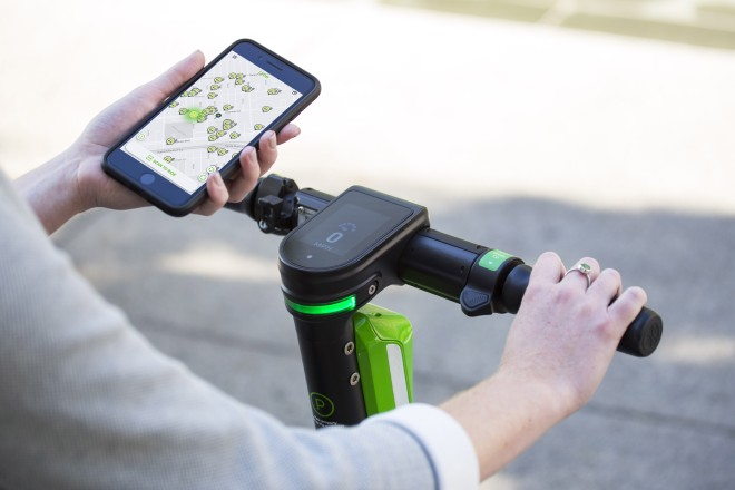 Foto: E-Scooter können flexibel überall in der Stadt abgestellt und gemietet werden.