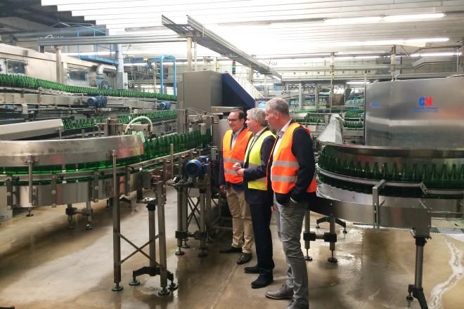 Foto: Oberbürgermeister Thomas Kufen besucht den neuen Verwaltungsstandort des Unternehmens Schloss Quelle