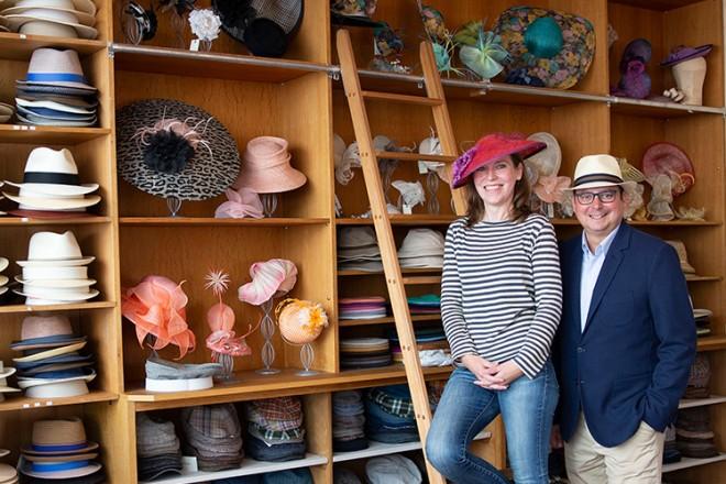 Foto: Oberbürgermeister Thomas Kufen auf Handwerkstour: Besuch in einer Hutmanufaktur