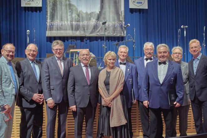 "Bürgermeister Rudolf Jelinek besucht das Festkonzert des Quartettverein "" Frohsinn "" 1919 e.V"