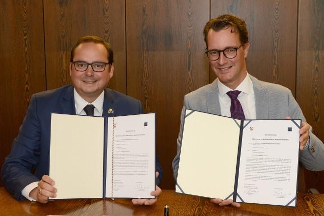 """Unterzeichnung eines Letters of Intend """"Baustellenkoordination"""" Oberbürgermeister Thomas Kufen und Hendrik Wüst, Minister für Verkehr des Landes NRW"""