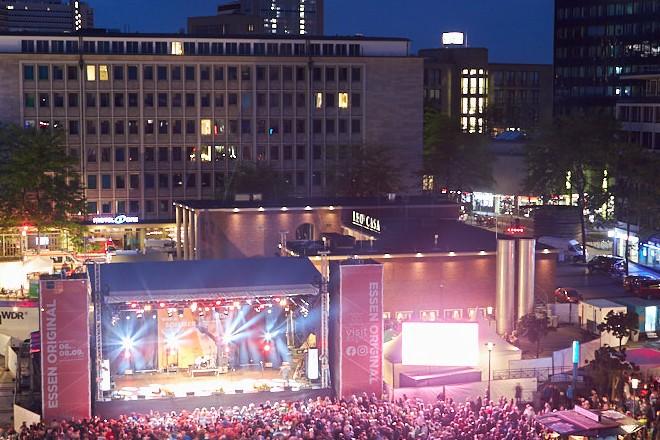 Foto: Voller Kennedyplatz beim Auftritt von Harpo