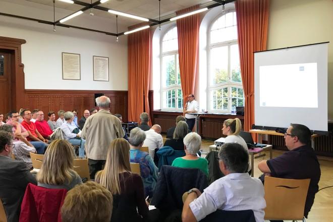 Foto: Oberbürgermeister Thomas Kufen beim Bürgerdialog in Essen-Kray. Foto: Silke Lenz, Stadt Essen