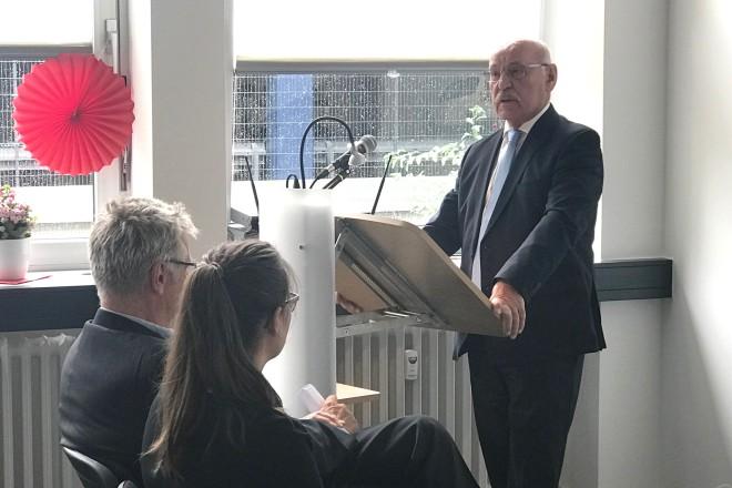 Foto: Bürgermeister Rudolf Jelinek besuchte die Feier anlässlich der Eröffnung des neuen DRK-Standortes