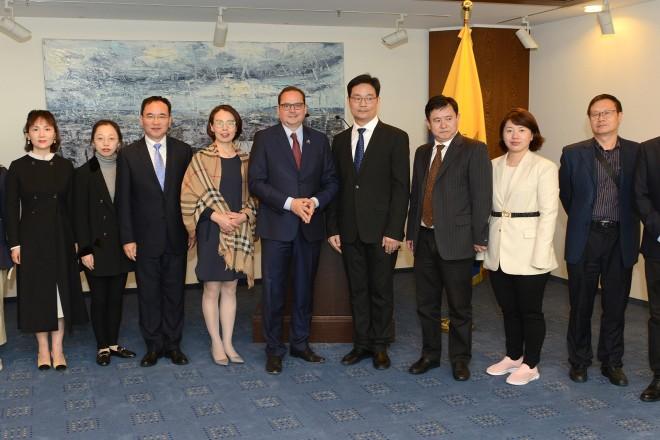 Foto: Oberbürgermeister Thomas Kufen eine aus Bürgerinnen und Bürgern sowie Journalisten bestehende Delegation aus Essens Partnerstadt Changzhou