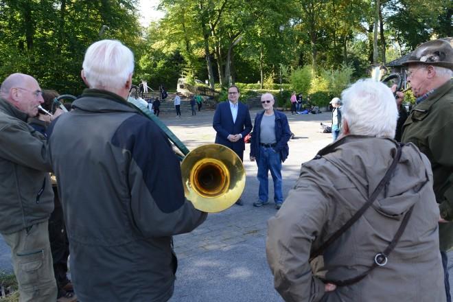 Foto: Oberbürgermeister Thomas Kufen zu Gast bei den Waldjugendspielen