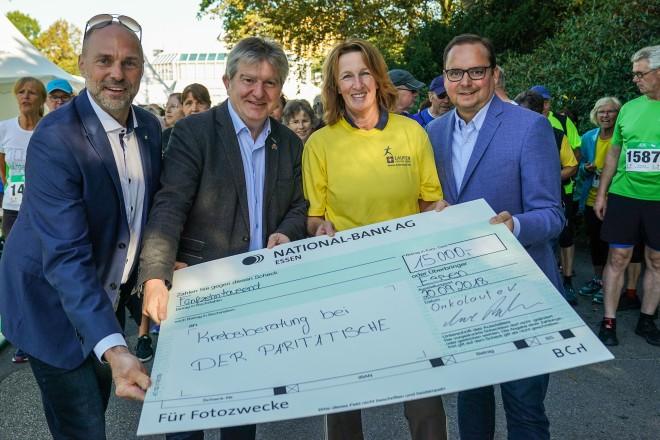 Eröffnung des Onkolaufes 2019. Auf dem Foto: Uwe Rahn, Peter Renzel, Brigitte Eiben und Oberbürgermeister Thomas Kufen.