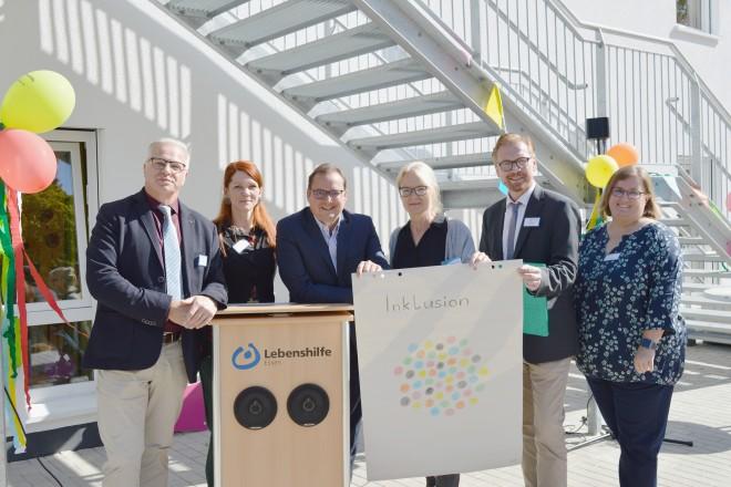 """Foto:Oberbürgermeister Thomas Kufen bei der Eröffnung der neuen Kindertagesstätte """"Glück auf""""."""