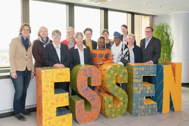 Foto: Oberbürgermeister Thomas Kufen begrüßte gemeinsam mit der Gleichstellungsbeauftragten der Stadt Essen, Brigitte Liesner, Vertreterinnen des Vereins Flip e.V. sowie zwei Frauen aus Botswana.