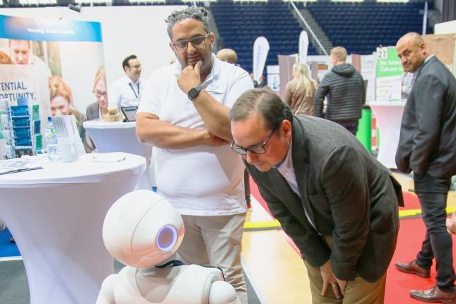 Foto: Oberbürgermeister Thomas Kufen auf der fünften Jobmesse in der Grugahalle.