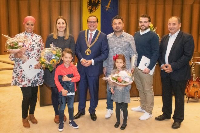 Foto: Oberbürgermeister Thomas Kufen begrüßt die neuen eingebürgerten Essenerinnen und Essener im Ratssaal der Stadt.