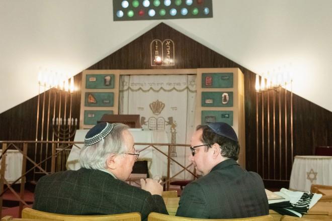 Oberbürgermeister Thomas Kufen besuchte die Neue Synagoge der Stadt Essen in der Sedanstraße, um gemeinsam mit Jewgenij Budnizkij (Vorsitzender Vorstand der Jüdischen Kultusgemeinde Essen) den Opfern des Anschlags an der Synagoge in Halle zu gedenken.