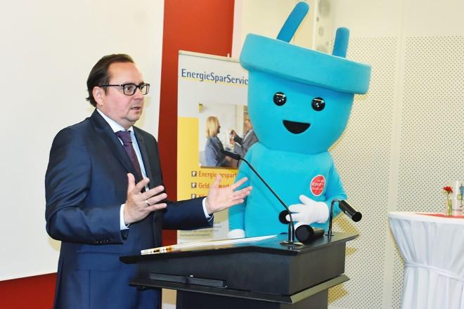 Foto: Oberbürgermeister Thomas Kufen gratulierte zu 10 Jahren EnergieSparService. .